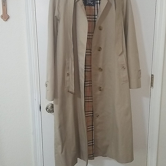 Beautiful Authentic Burberry Trench Coat